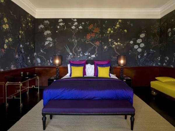 Черные обои в интерьере спальни - De Journay