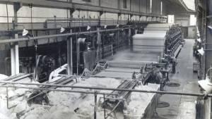 Одна из первых машин для производства бумажных рулонов