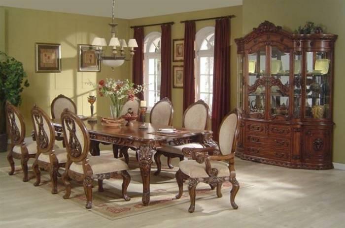 Античный обеденный стол и стулья