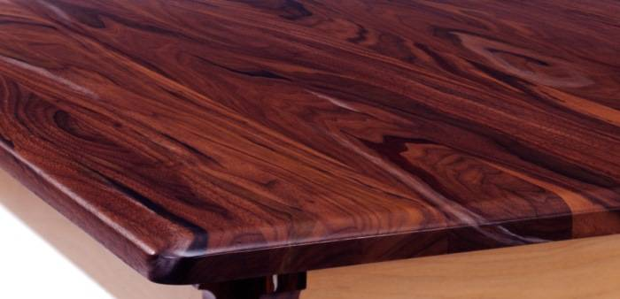 Обеденный стол из ореха