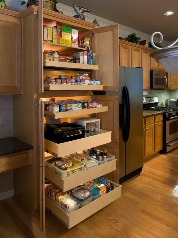 Кухонный шкаф с выдвижными ящиками