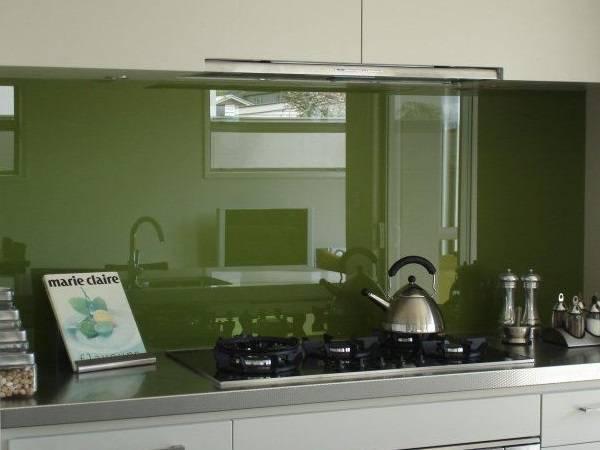 Стекло в качестве декора кухни