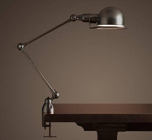 Настольная лампа, которая прикрепляется к столу
