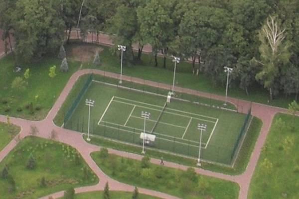 Внутри Межигорья. Теннисный корт