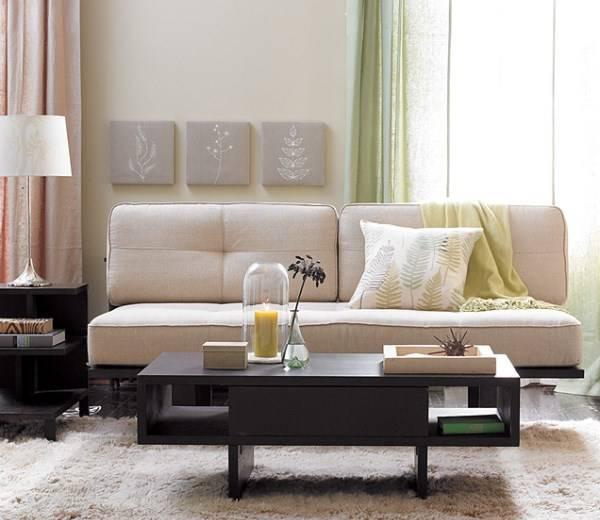 Оформление маленькой гостиной - удобный диван без подлокотников