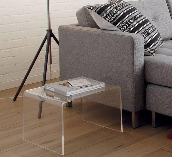 Оформление маленькой гостиной - прозрачная мебель