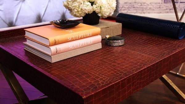 Журнальный столик с искусственной крокодиловой кожей