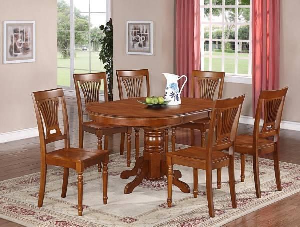 Стол-пьедестал и стулья в раннем американском стиле