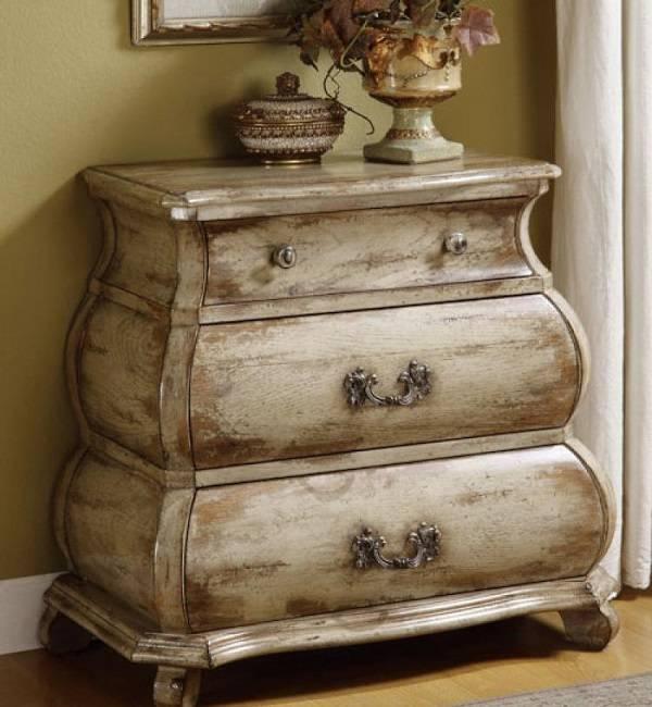 Искусственно состаренная мебель из дерева