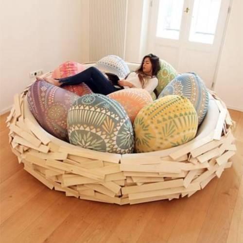 Уютная кровать в форме гнезда