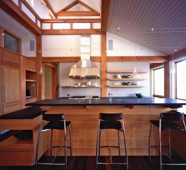 Большая кухня со встроенным шкафом