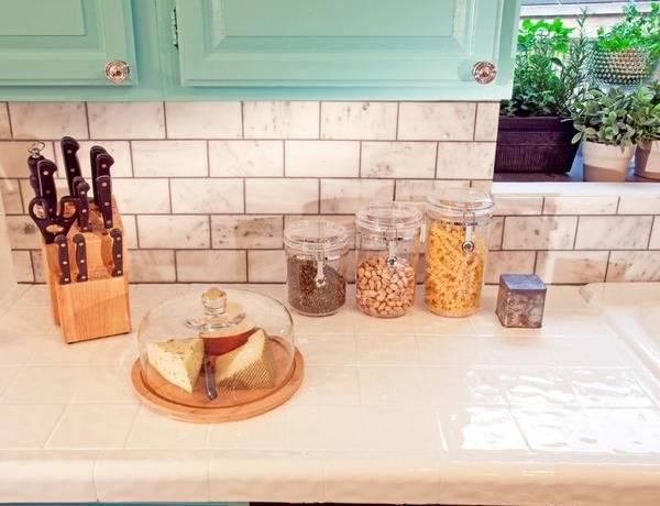 Плитка в роли столешницы для кухни