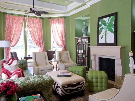 Гостиная в зеленом и розовом цвете