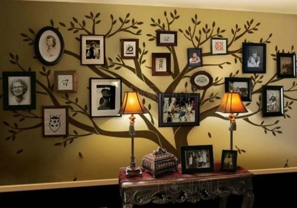 Большое семейное дерево на стене