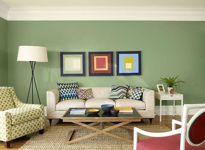 Зеленые обои в современной гостиной