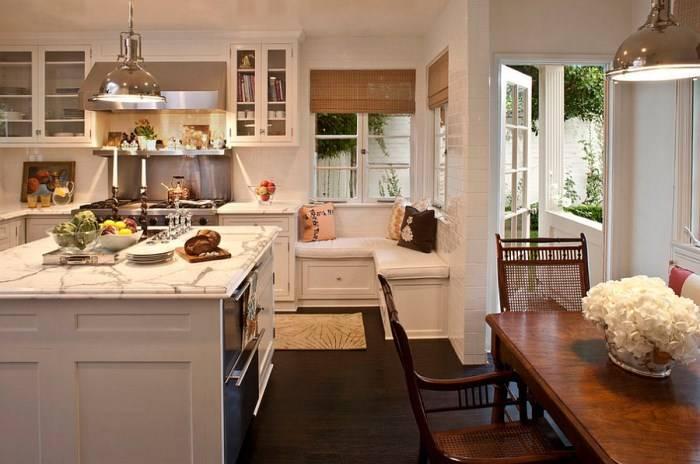Угловая банкетка на кухне