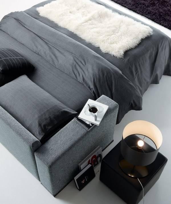 Черный журнальный столик из кожи