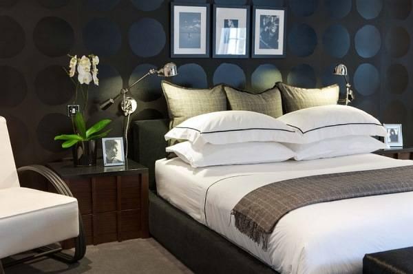Черные обои в дизайне спальни