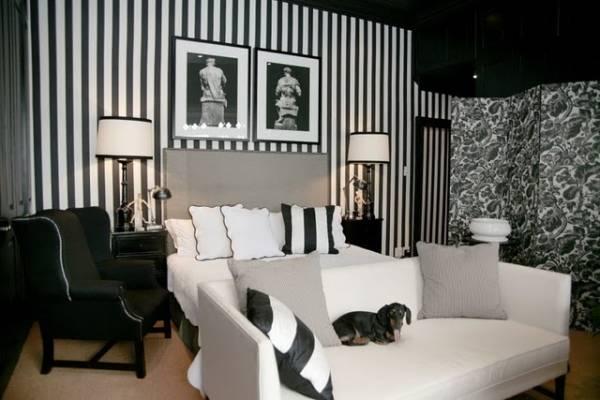 Черно-белый декор и обои для спальни
