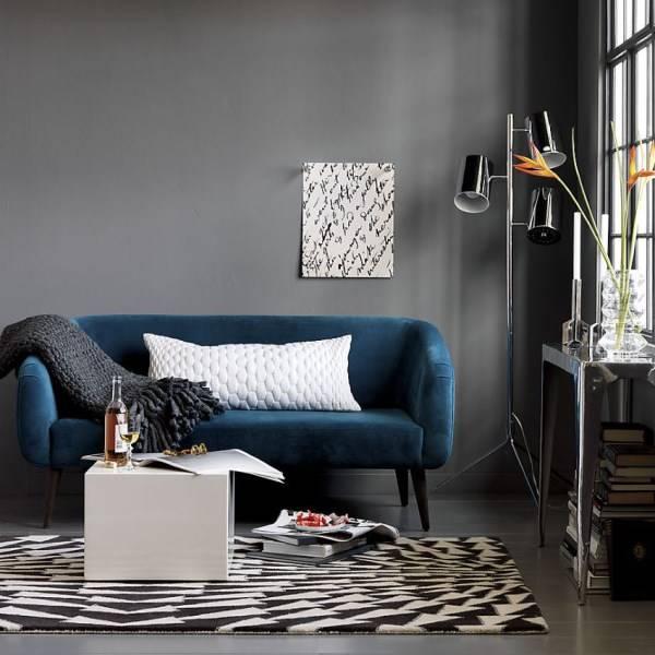 Дизайн гостиной в современном стиле и темных тонах