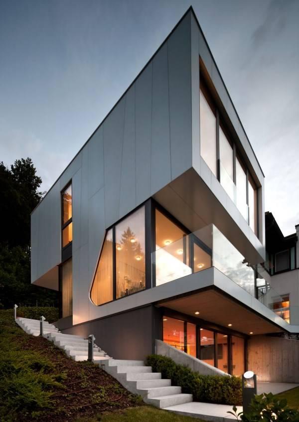 Большой современный дом