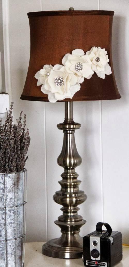 Элегантная настольная лампа