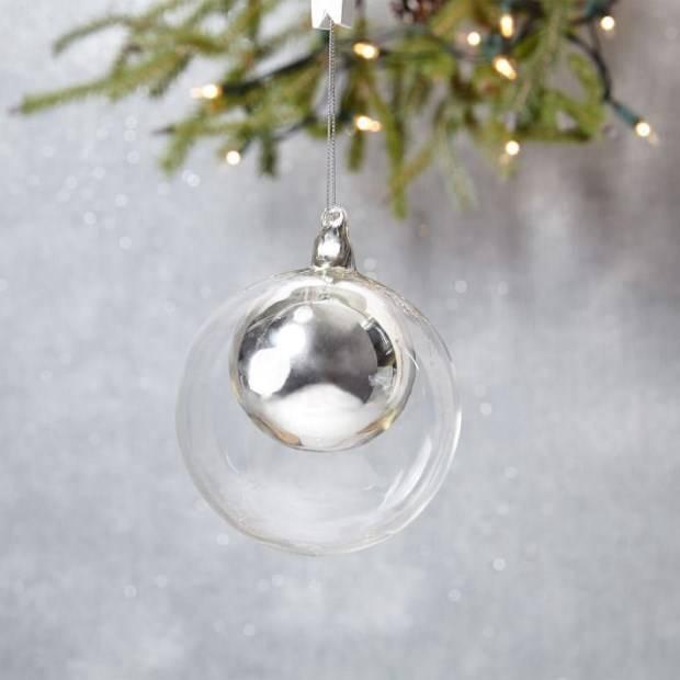 Прозрачный елочный шар с игрушкой внутри