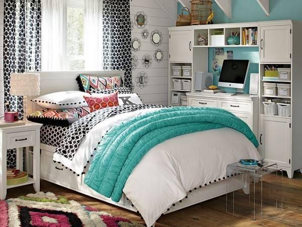 Стильная комната для девочки в голубом цвете
