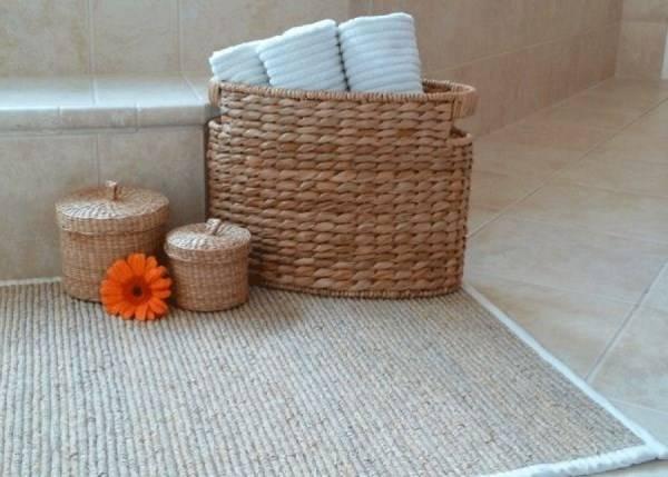 Стильный коврик для ванной комнаты