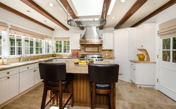 Дизайн уютной кухни Джоди Фостер
