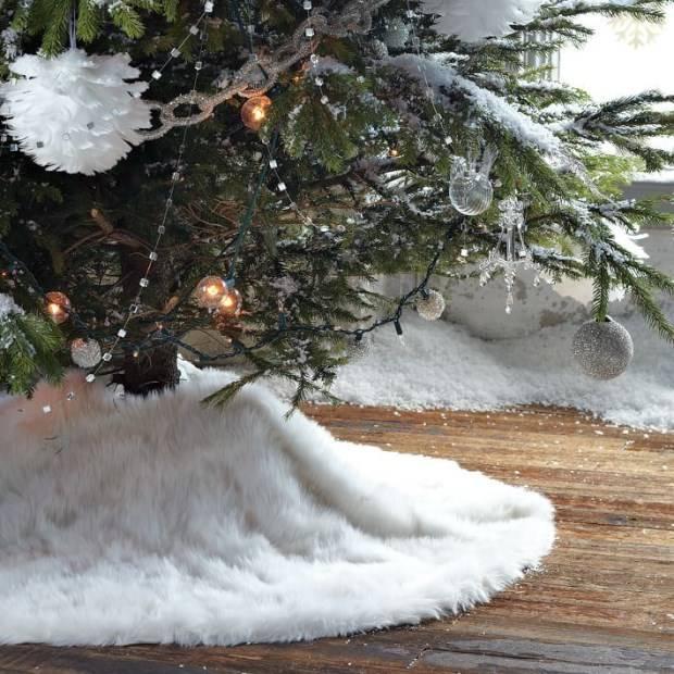 Меховой коврик под елку