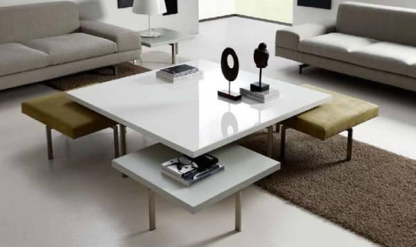 Набор мебели: столик и стулья