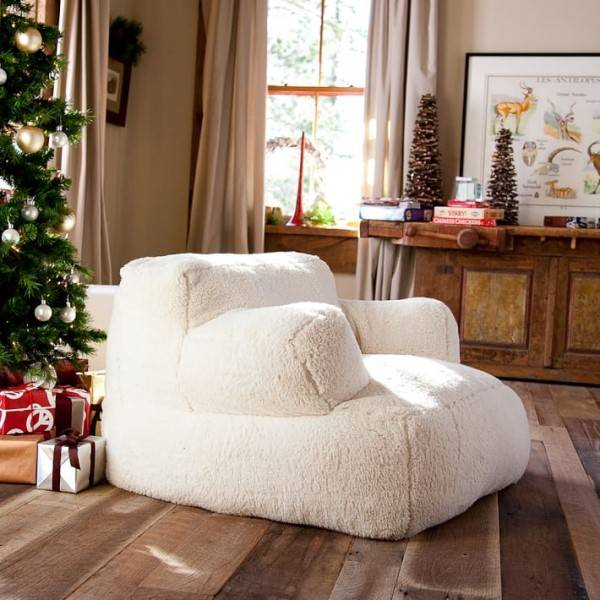 Мягкое кресло в виде белого зефира