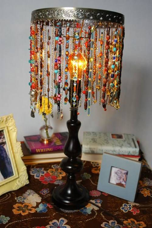 Настольная лампа из бус