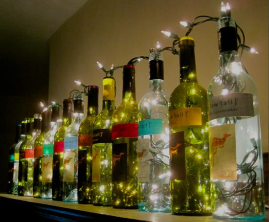 Новогодний декор из бутылок и гирлянды