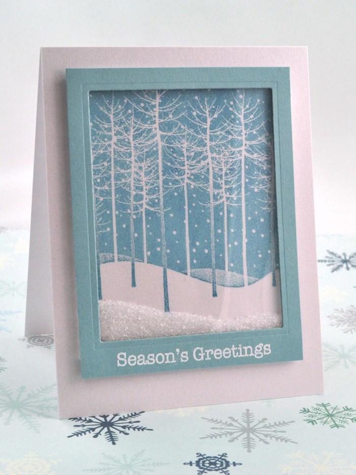 Новогодняя открытка со снегом