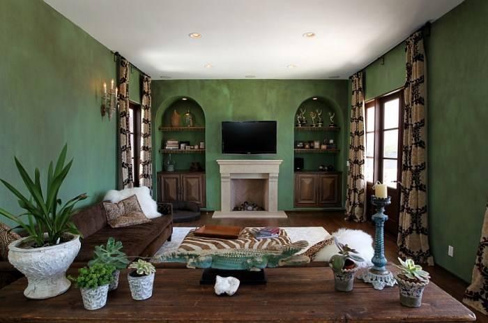 Гостиная в зеленом и коричневом цвете