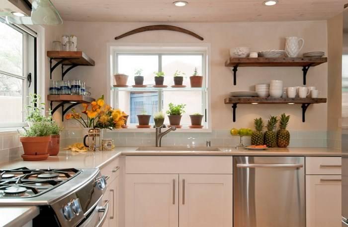 Оформление открытых полок на кухне