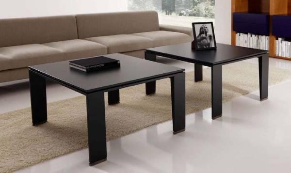 Черные журнальные столики в гостиной