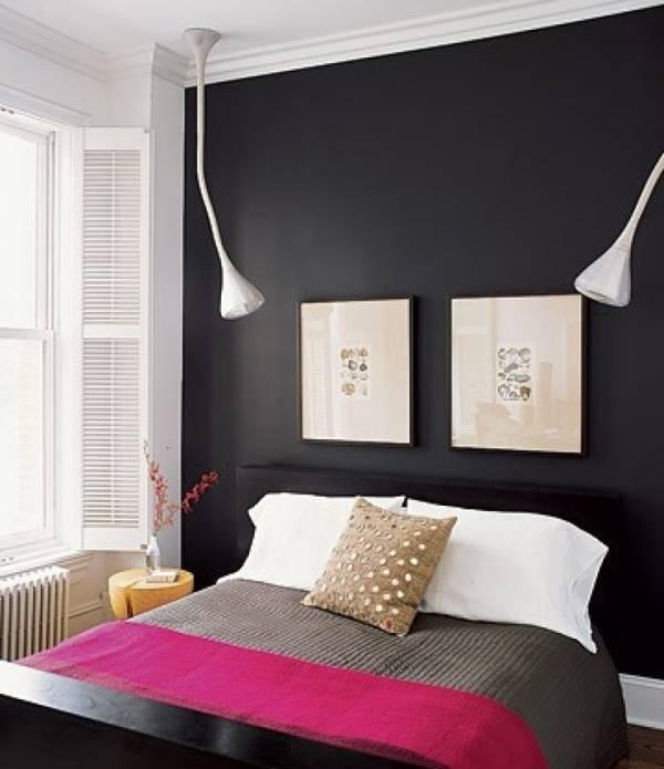 Стильная спальня в черном и розовом цвете