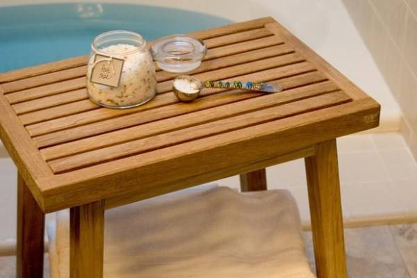 Небольшая скамья для ванной