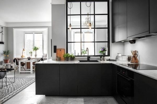 Стеклянные перегородки между кухней и гостиной