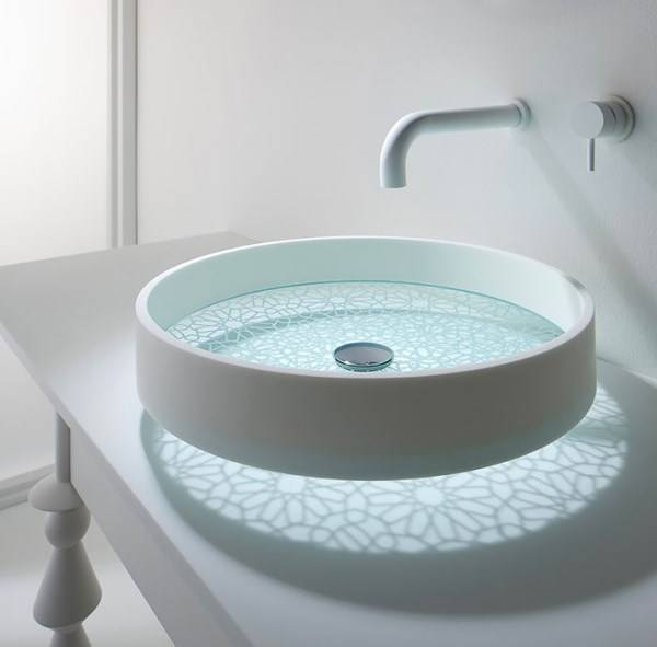 Необычная раковина для стильной ванной комнаты