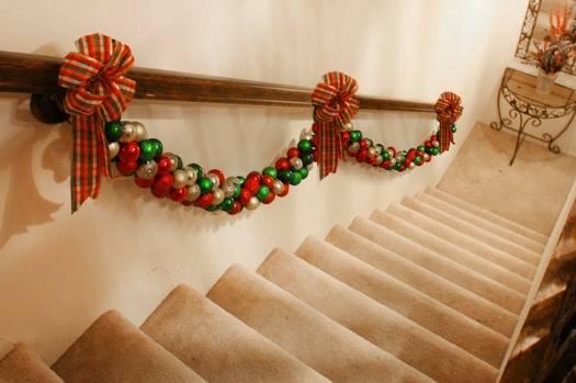 Украшаем лестницу на Новый Год