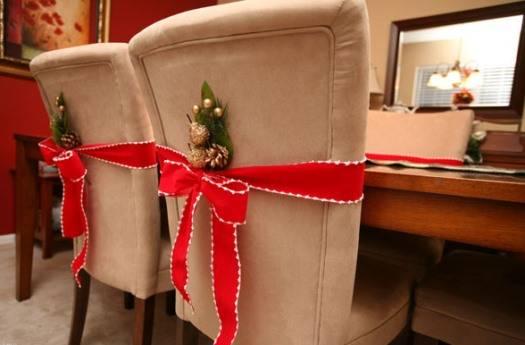Украшение обеденного стола и стульев на Новый Год