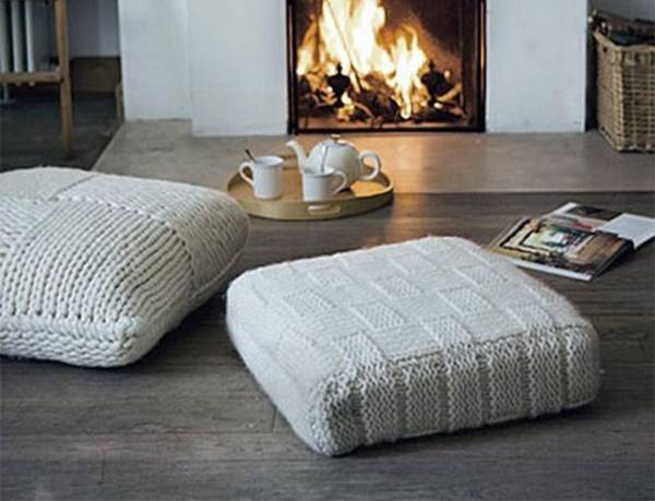Вязаные подушки в интерьере
