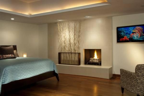 Подсветка потолка встроенными светильниками и LED лентой