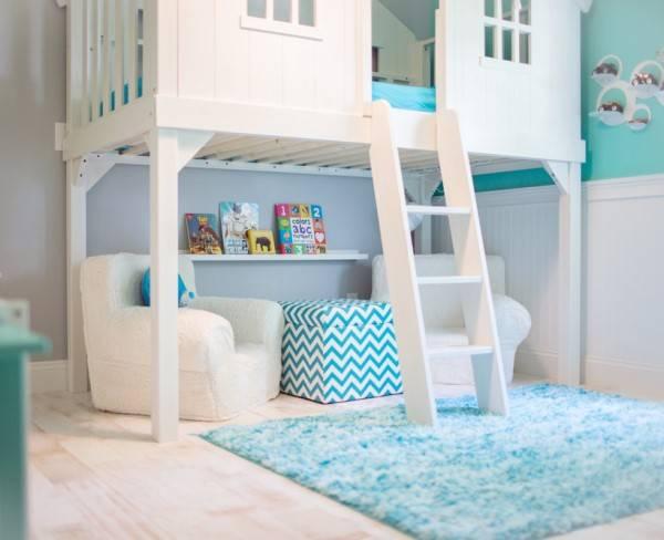 Деревянный домик для детской
