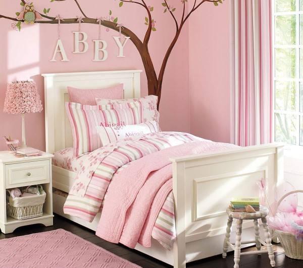 Романтичный декор для детской в розовом цвете