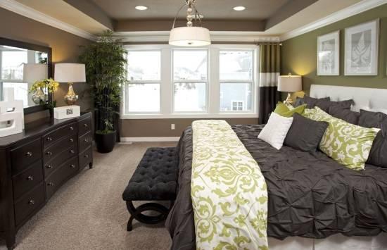 Потрясающий дизайн спальни с черным декором